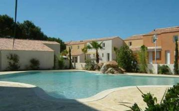 big villa valras plage shared pool plants sun summer shining near beaches holiday rental playa palm trees residence secure languedoc herault