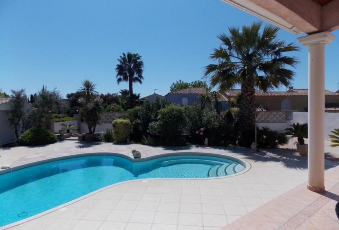 A beautiful villa with an extraordinary swimming pool and outdoor space. Sleeps 8 people. (AGD111)