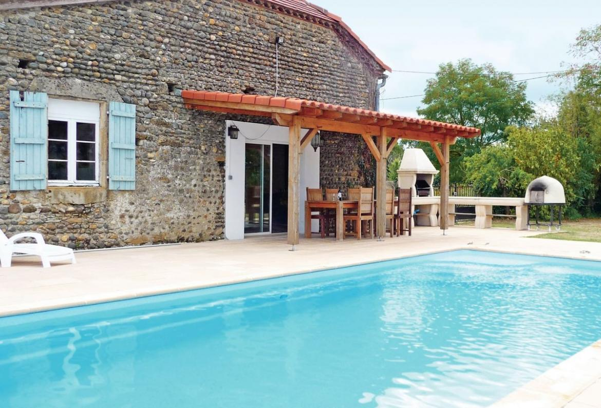 6 bedroom holiday home to sleep 13 near aignan midi pyrenees (AIGNW15086)