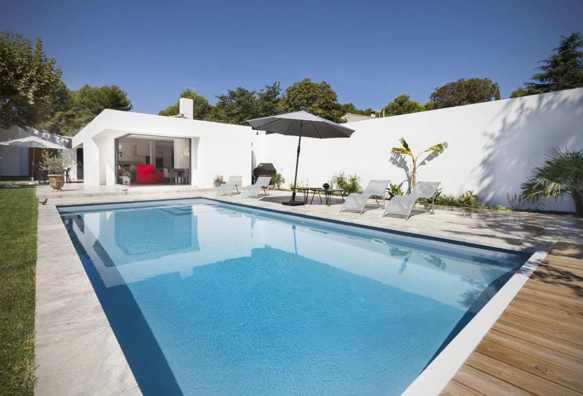 Located On A Little Road Bordered By Grapevines And Olive Trees, In A  Typically Provencal Environment, Vogue Bungalow Is Only 10 Minutes From The  Centre Of ...
