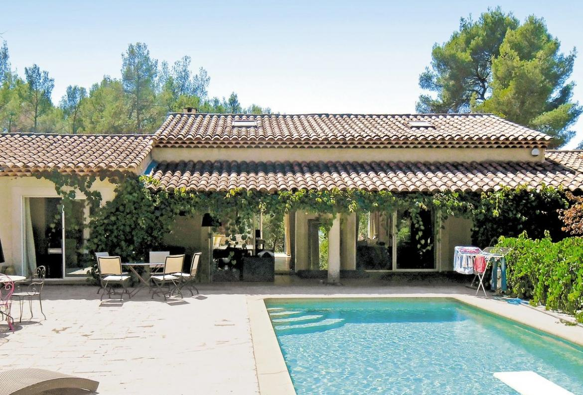 ... Aix En Provence, Provence, Ideal For A Family Holiday, This Self  Catering Home Offers A Wonderful Private Pool Area With Sun Loungers And  Has Everything ...