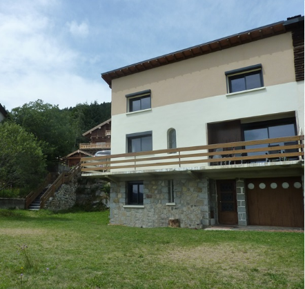 ANG101 - Stunning ski chalet, located in the Pyrenees only 5 minutes from all major ski slopes, sleeps 13.