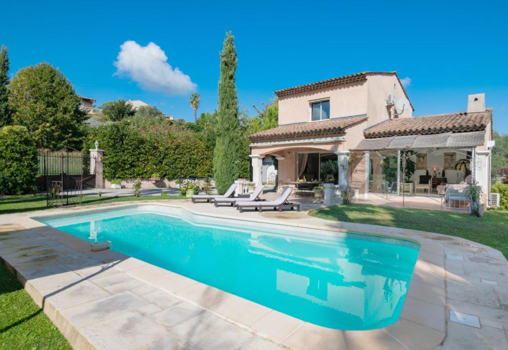 Family Villa in Antibes. 3 bedrooms to sleep 6. (ANT106PV)
