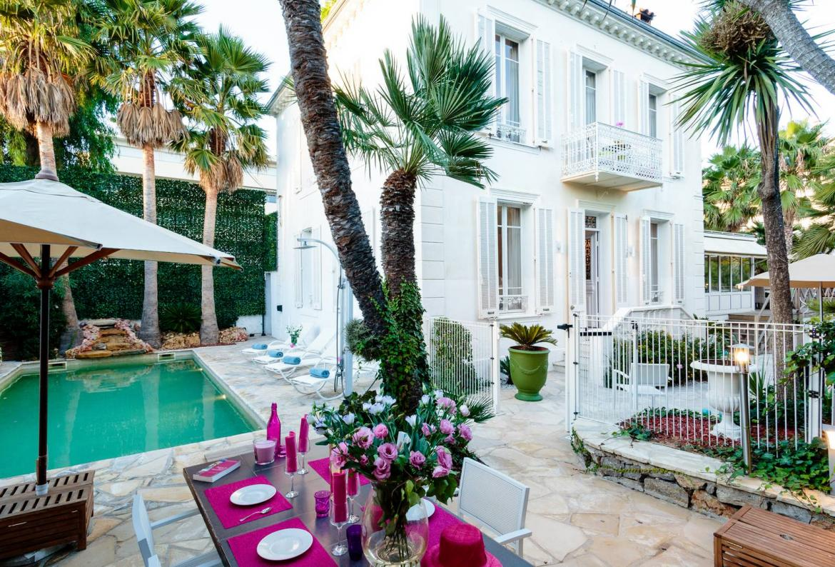 Delightful art deco villa only a few steps away from sandy Mediterranean beach in Cap d Antibes (ANT114)