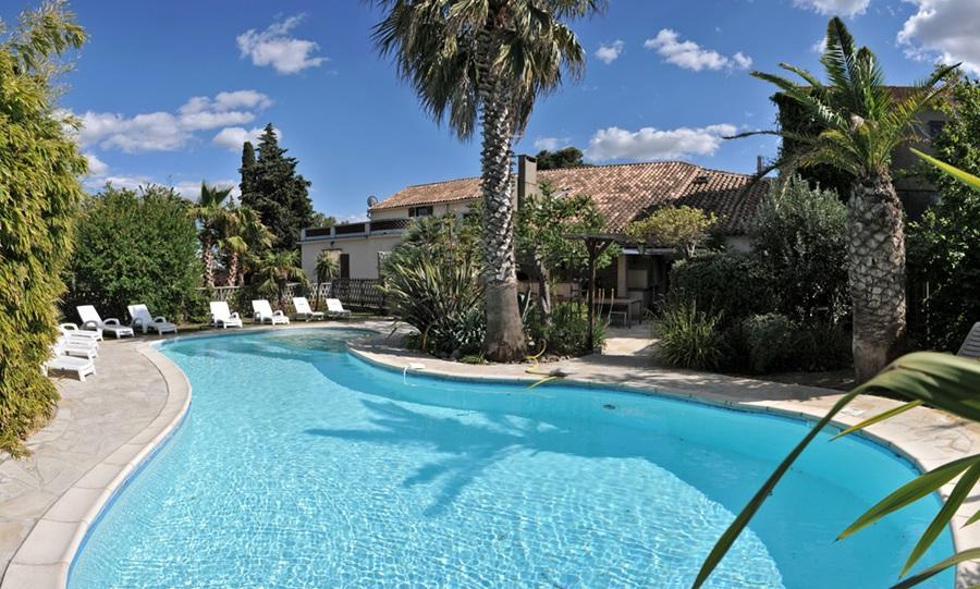 Wonderful and spacious villa located in Argeliers, only 30km from the beach complete with private swimming pool - sleeps 16 in 7 bedrooms. (ARG101)