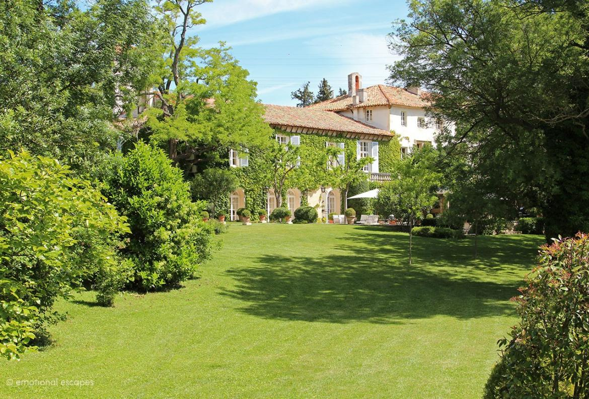 Luxurious 14th Chateau with Large Heated Pool. Sleeps 20 in 10 bedrooms (AVI104EE)