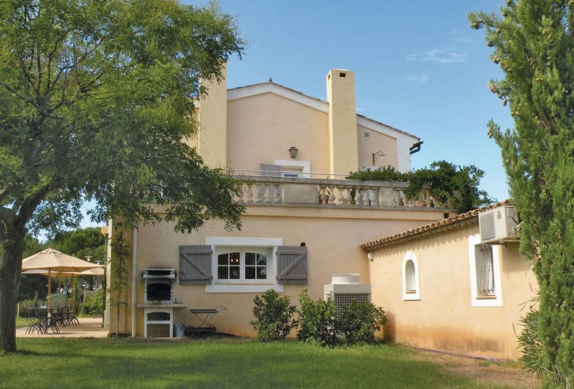 In And Out Beziers 7 bedroom holiday rental villa with pool in south of france