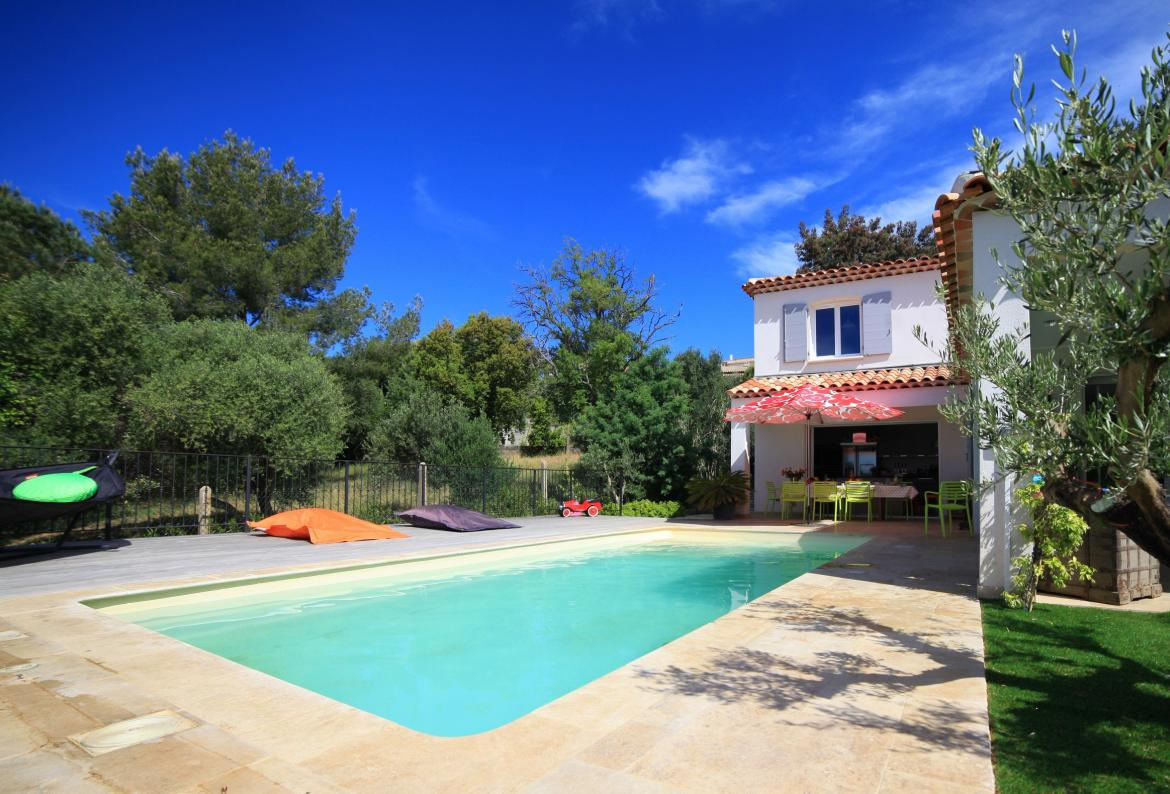 Gorgeous Villa in Bormes les Mimosas. Heated pool. 5 bedrooms, can sleep up to 14 (BLM105)