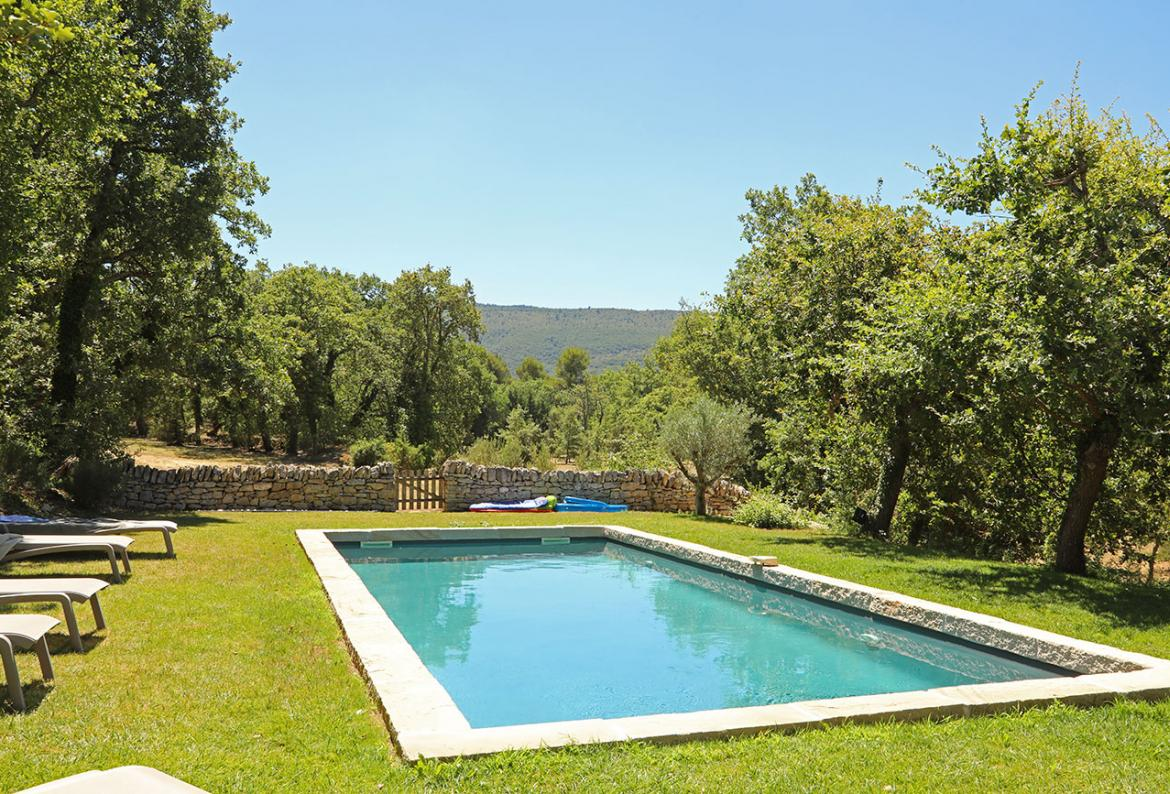 Beautiful 5 bedroom stone-built villa located in Lacoste, with a private pool and tranquil grounds. Sleeps 10. (BONN110EE)