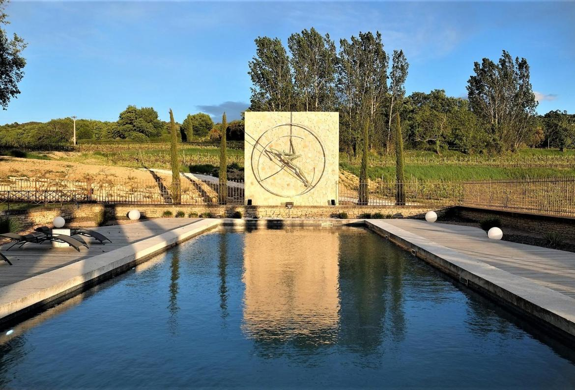 Charming Domaine perched at the top of Bonnieux, surrounded by vineyards. 8 bedrooms, sleeps 15. (BONN111YF)