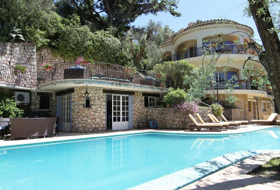 6 bedroom holiday rental villa with pool in cannes for Villas in uk with swimming pool
