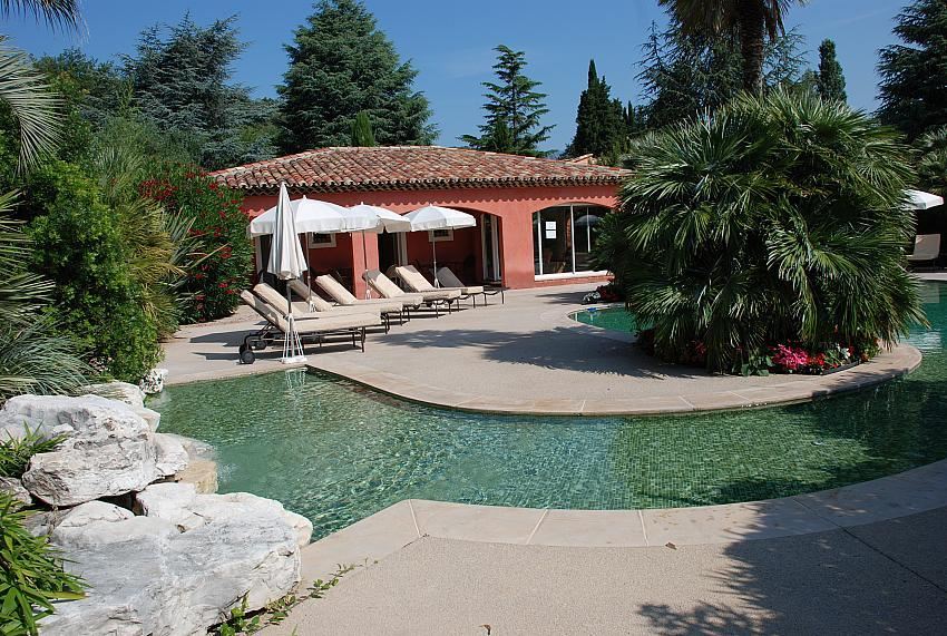 3-room villa with garden for rent. Sleeps 4 - 6 (CARR103)