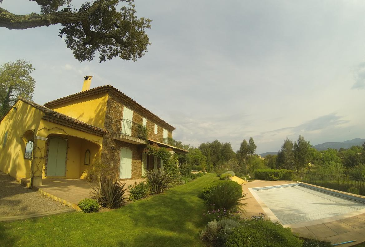 Luxury House in Cogolin with private pool. Satellite TV. Internet. Sleeps 10. (COG101)