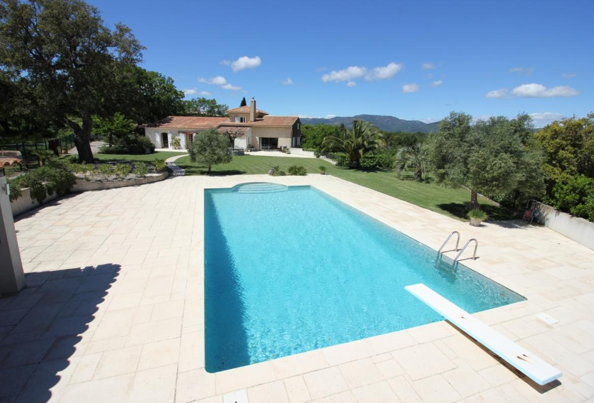 Stunning luxury villa with panoramic views of the sea and countryside, with 5 bedrooms and a private swimming pool. (COG110)