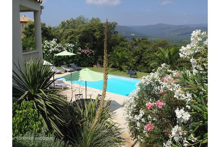 Wonderful 5 bedroom holiday villa with private pool near Cogolin (COG115EE)