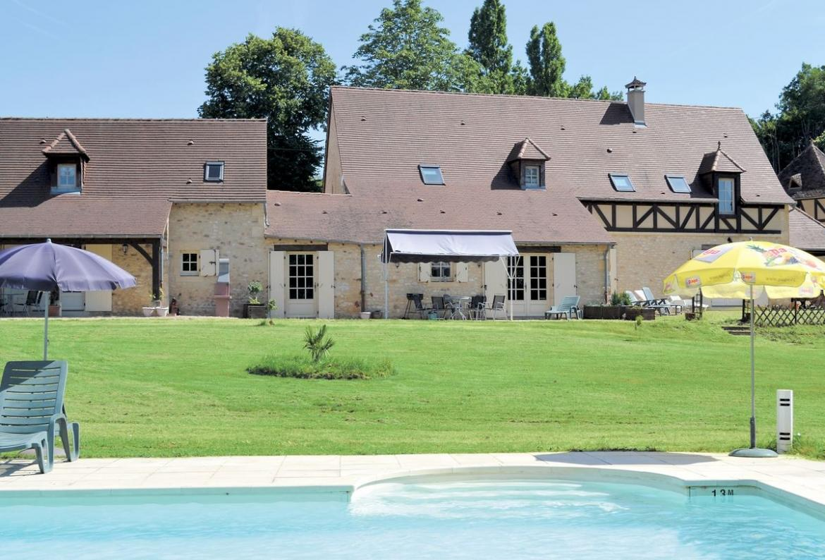 2 bedroom holiday home to sleep 6 near les eyzies de tayac dordogne and lot (EDETF24359)