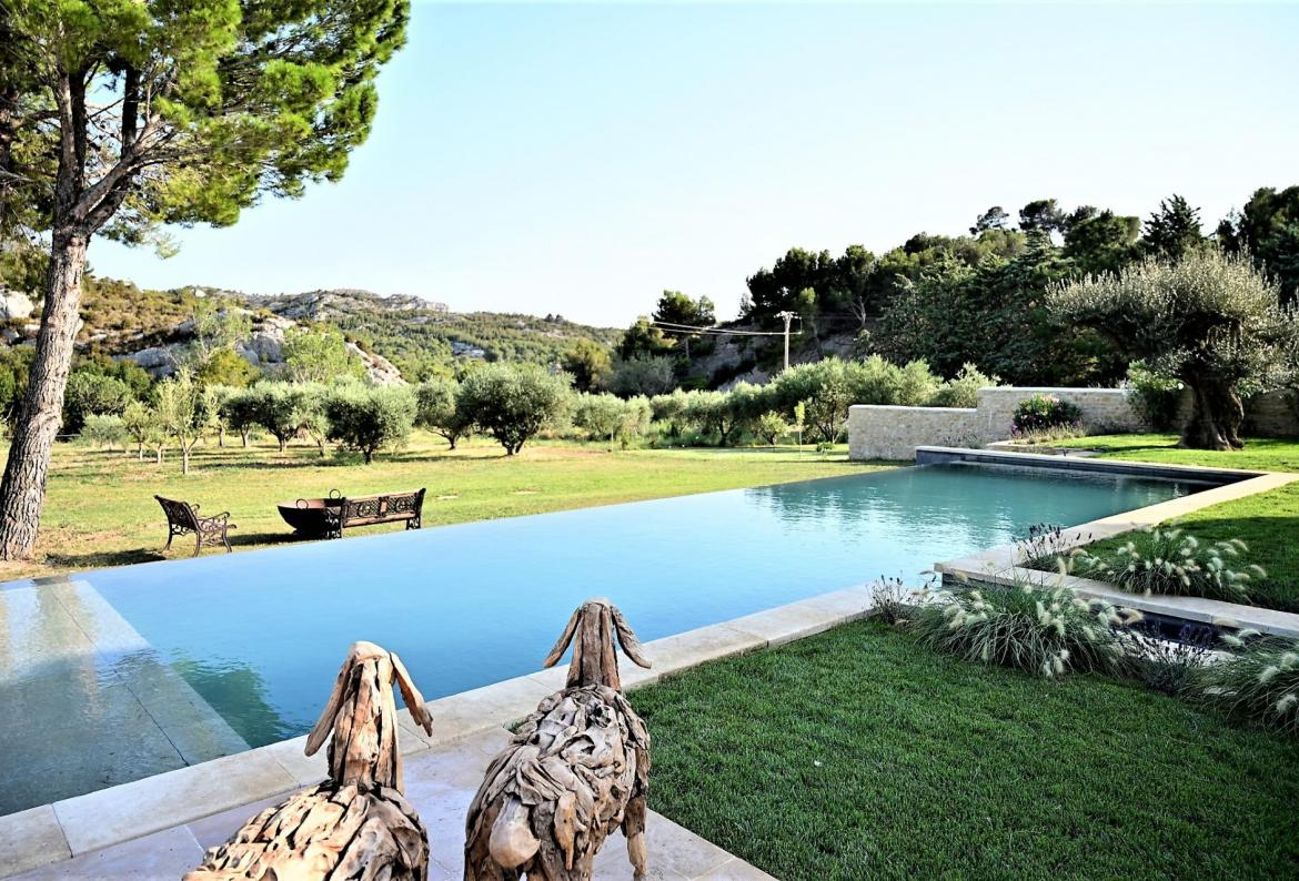 Spectacular Bastide nestled around magnificent hills, near the village of Maussane les Alpilles. 5 bedrooms, sleeps 10.   (EYGA127YF)