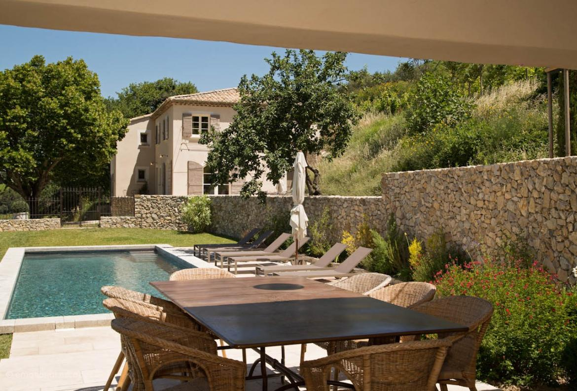 Wonderful holiday villa with 4 ensuite bedrooms and private pool in a stunning setting near Gigondas (GIGO101EE)
