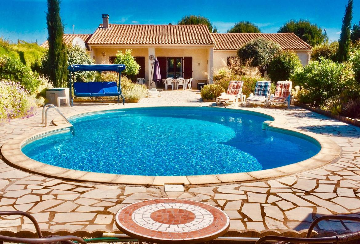 Single storey villa with pool, 5 minute walk from quaint village of Ginestas. 3 bedrooms, sleeps 6. (GINE103)