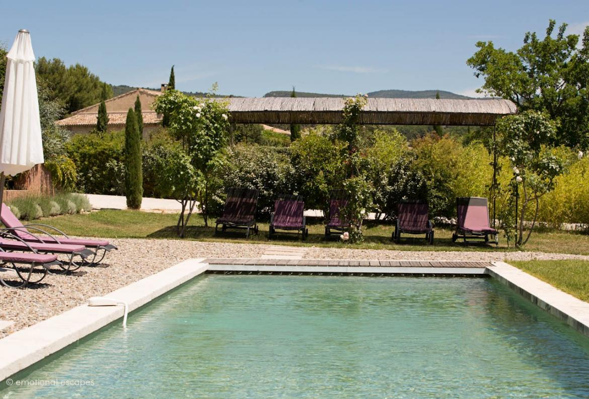 Beautifully Renovated House in the Luberon with Large Saltwater Pool. Sleep 9, 5 bedrooms (GORD109EE)