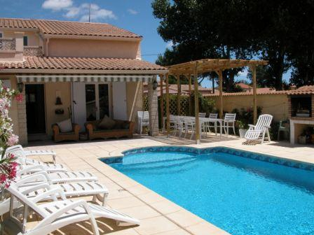 5 Bedroom Holiday Rental Villa With Pool In Agde