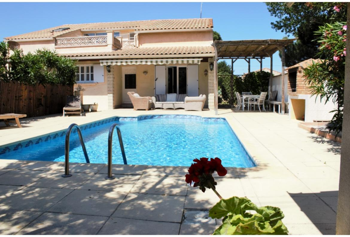 Villa with Pool and 5 bedrooms, walking distance to the beach. Sleeps 10 with 2 extra  (GRA106)