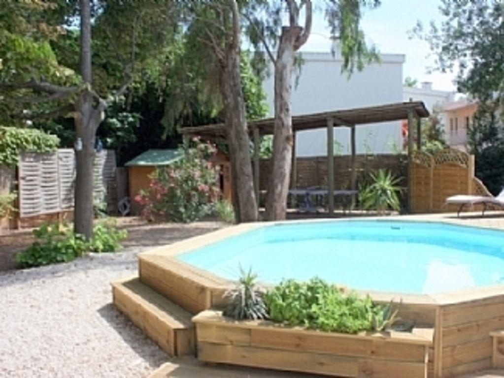 Cottage with solar heated pool, walking distance to beach. Sleeps 8. (GRA108)