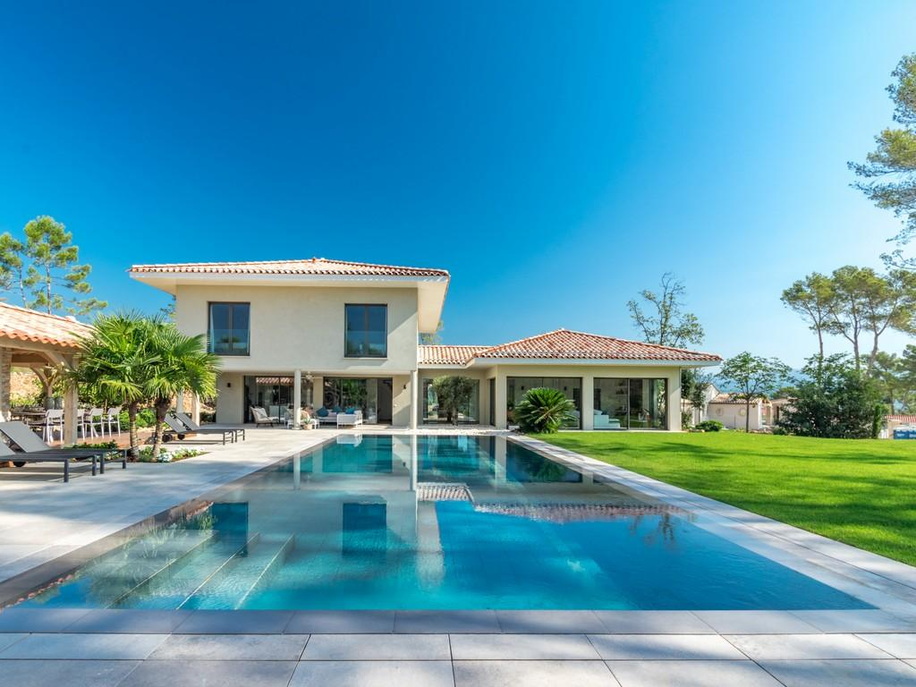 Luxury Villa with Heated Pool and Private Tennis. 5 bedrooms ro sleep 10 (GRAS130NP)
