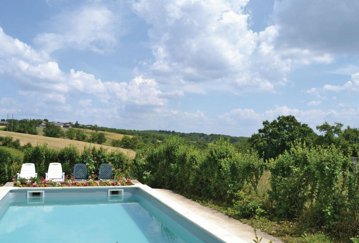 2 bedroom holiday home to sleep 6 near hautefort dordogne and lot (HAFOW12267)