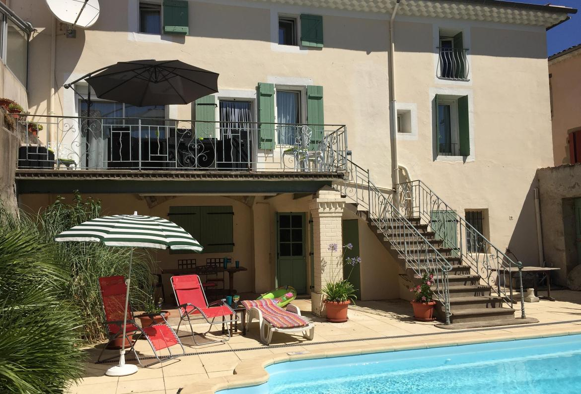 Spacious house with swimming pool and 4 bedrooms (HERE101)