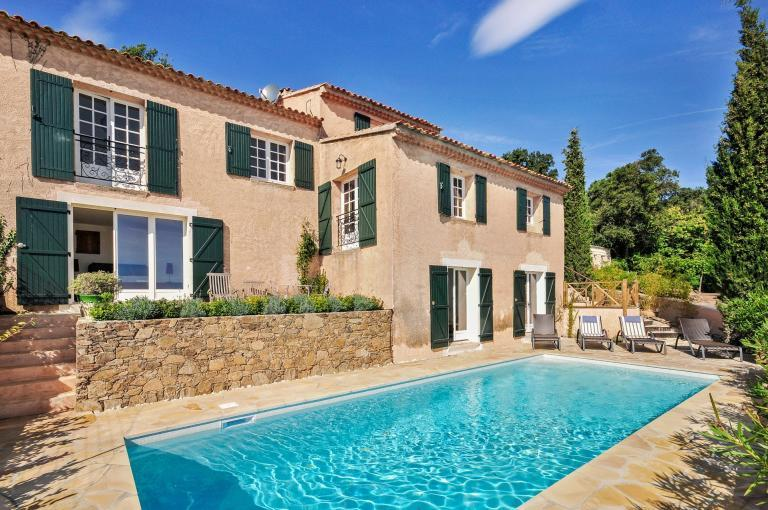 House with Stunning Views and Heated Pool. 4 bedrooms to sleep 8 (LGF109Q)