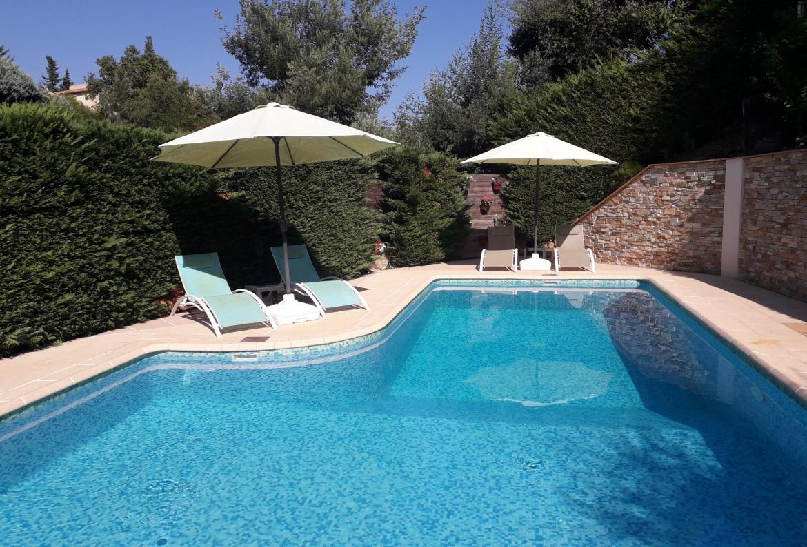 Peaceful Villa, Short Walk to Beach. Private Heated Pool. Sleeps 10 (LISS108)