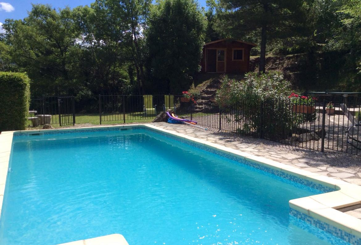 Villa with private swimming pool, Sat TV & Internet. Near Lodeve in the Languedoc. Sleeps 9.  (LODE101)