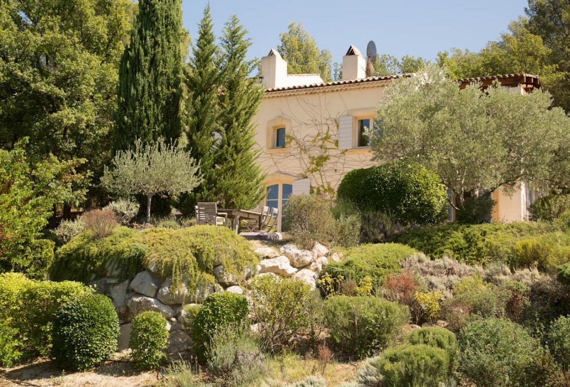 Exclusive Luxury Villa near Lourmarin with Pool and Tennis. 5 bedrooms, sleeps 10. (LOUR102EE)