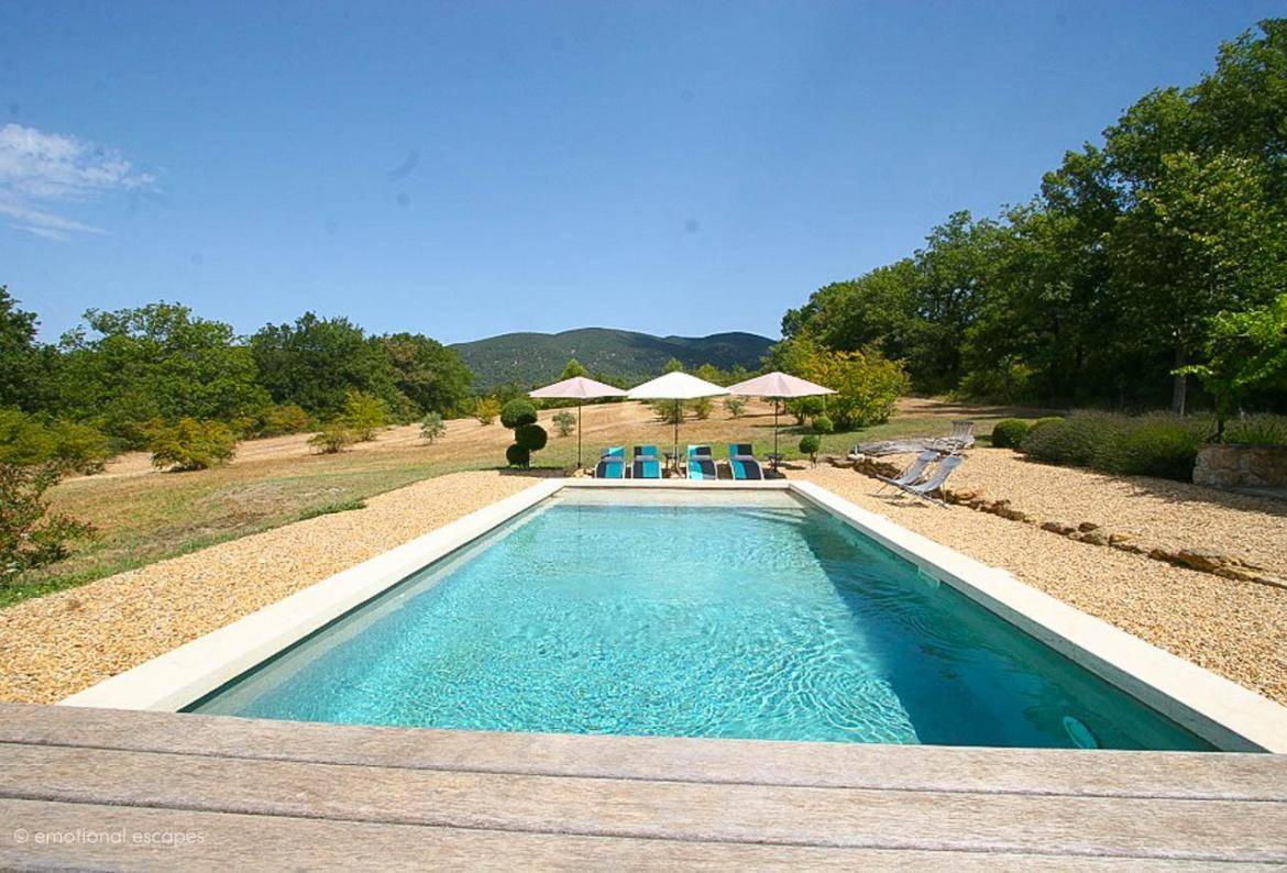Charming 3 bedroom holiday home with private pool near Lourmarin (LOUR108EE)