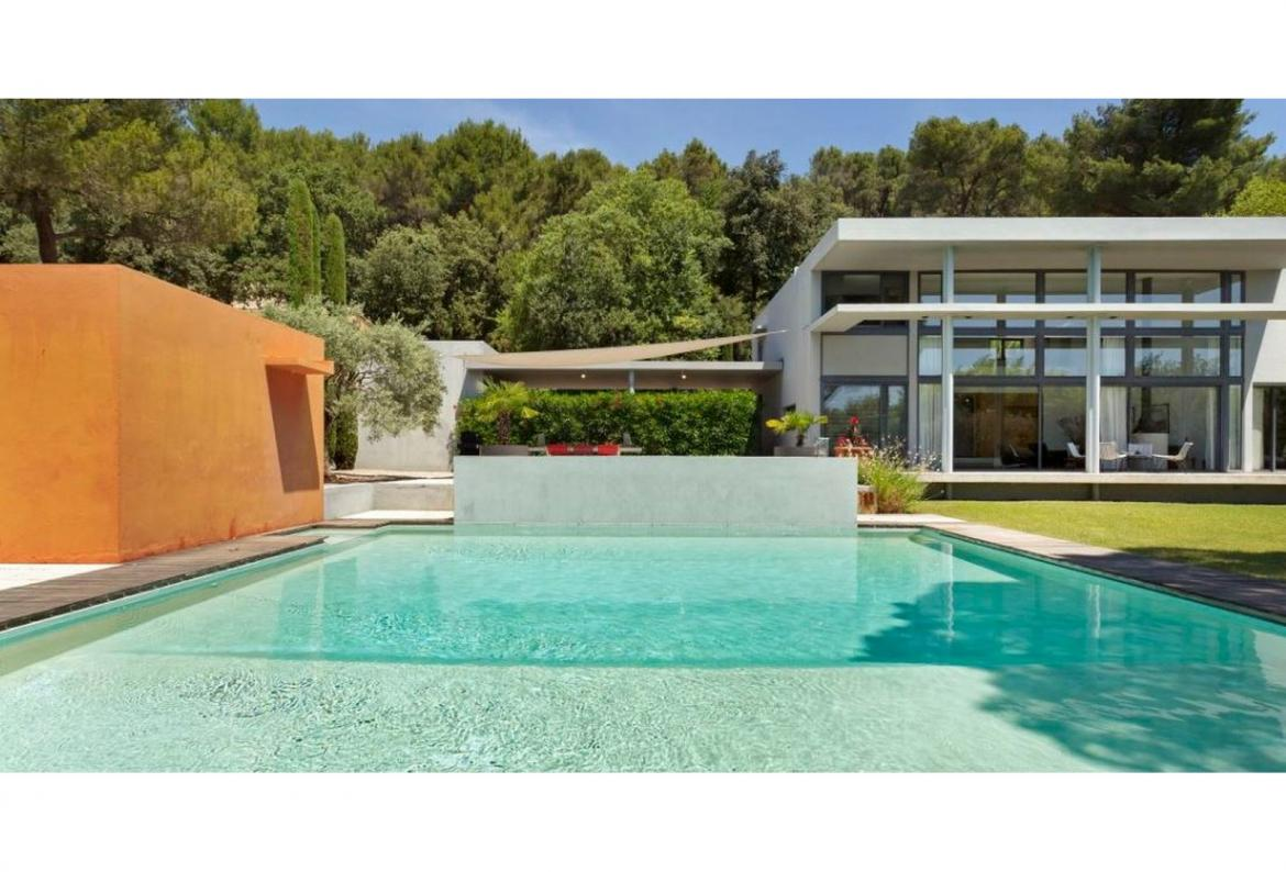 Designer Villa set in Luberon National Park. Beautiful views. 4 bedrooms, sleeps 8 (LUB108PV)