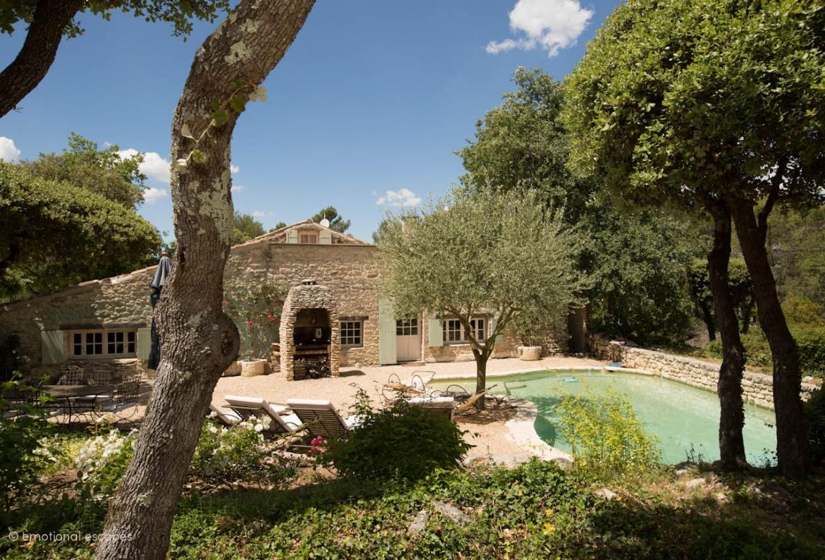 Exquisite 3 bedroom cottage hidden in the countryside of Menebres in Provence, with a private swimming pool. Sleeps 6.  (LUB109EE)