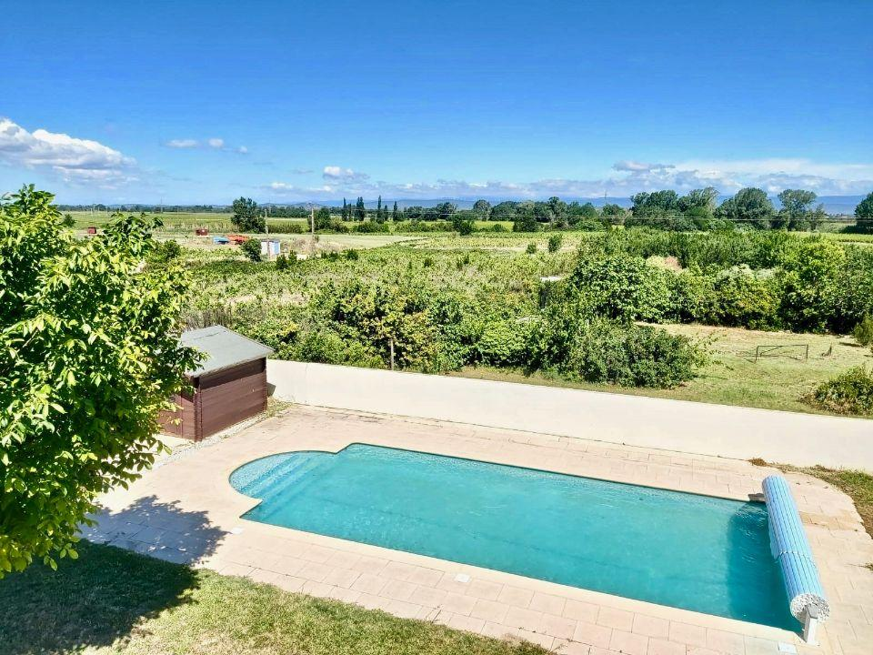 Family villa located in Marcorignan with 4 bedrooms, private pool and gated garden, sleeps up to 10 people. (MARC101)