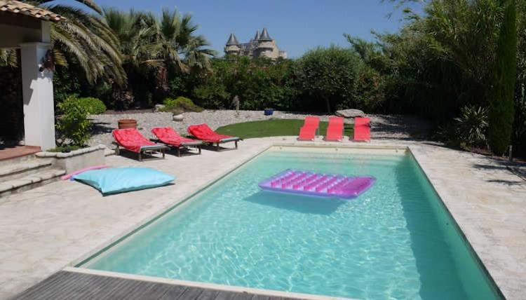 Luxury Villa in Languedoc Village with Heated Pool. 6 bedrooms, sleeps up to 12. (MARG104)
