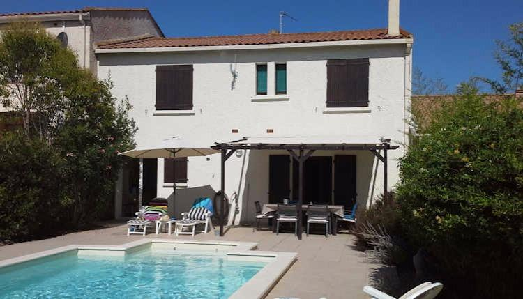MARS118J - Dainty villa with private swimming pool and 4 bedrooms, located in Marseillan within walking distance of the centre. Sleeps 8.