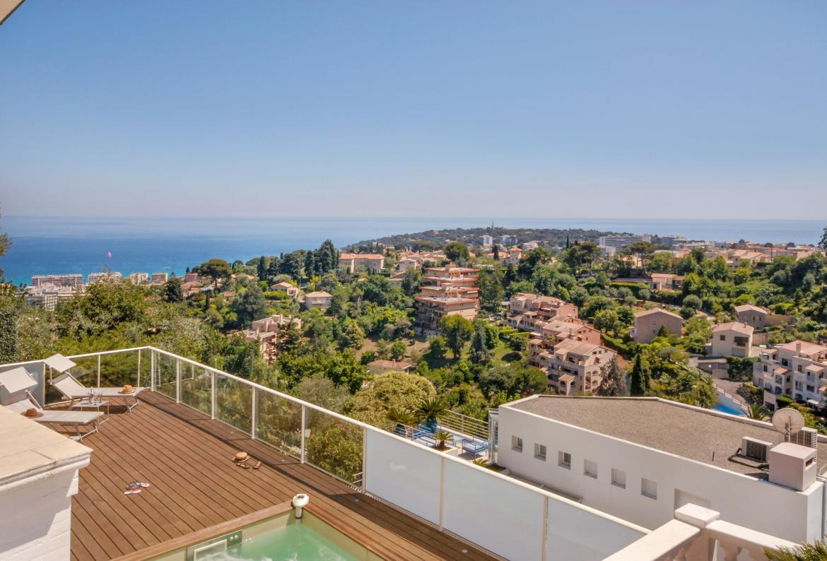 3 bedroom holiday rental villa with pool in south of france for Azureva roquebrune cap martin piscine
