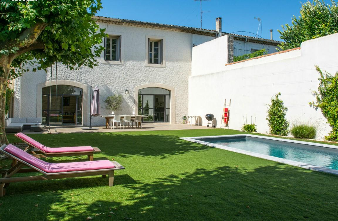 Stylish Villa Close to Montpellier with Pool. 5 bedrooms, sleeps 9 (MONT136GN)