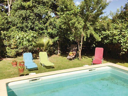 ... 6 Near Montpellier, Languedoc Roussillon, Ideal For A Family Holiday,  This Self Catering Home Offers A Wonderful Private Pool Area With Sun  Loungers And ...