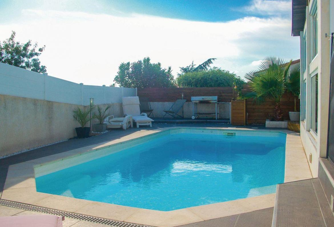 Beautiful 5 Bedroom Holiday Home To Comfortably Sleep Up To 10 Near  Montpellier, Languedoc Roussillon, Ideal For A Family Holiday, This Self  Catering Home ...