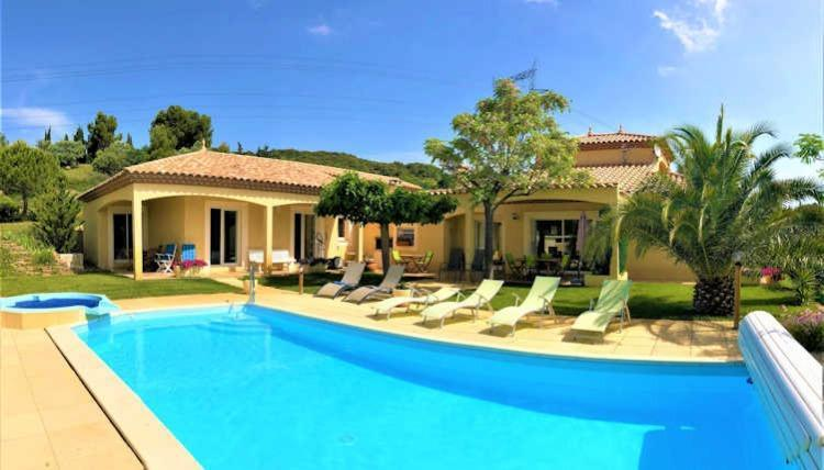 Pretty villa, beautiful village. Sleeps 12 plus babies. Amazingly equipped. Large private pool and spa pool. (NEFF105J)