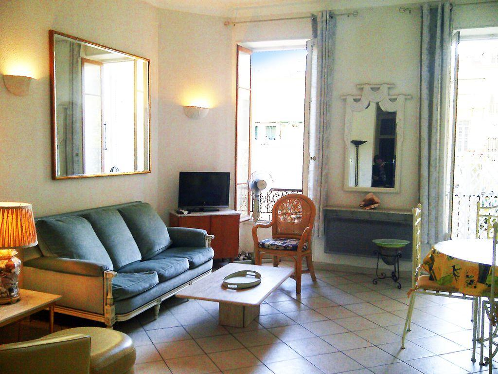 Beautiful two bedroom apartment in in a wonderful area of Nice, suitable for up to 6 people. (NICE104)