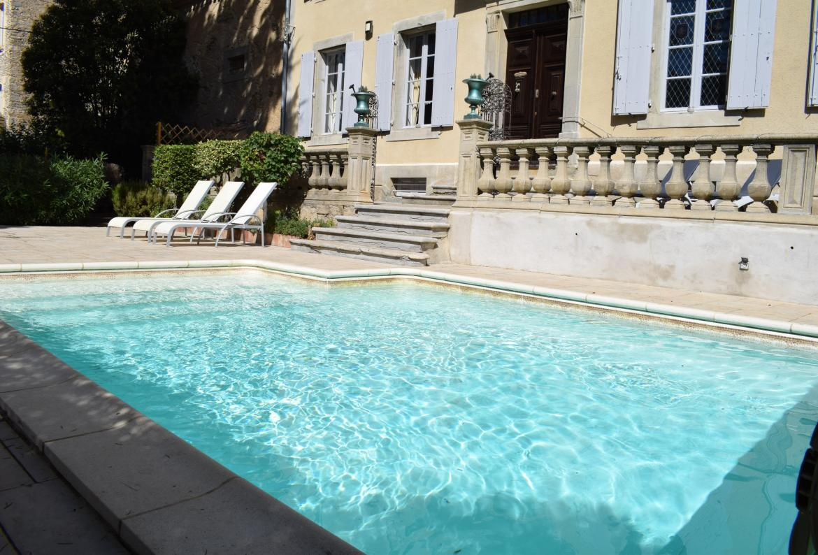 Traditional French manor with private heated swimming pool - sleeps 12 (PEP101)