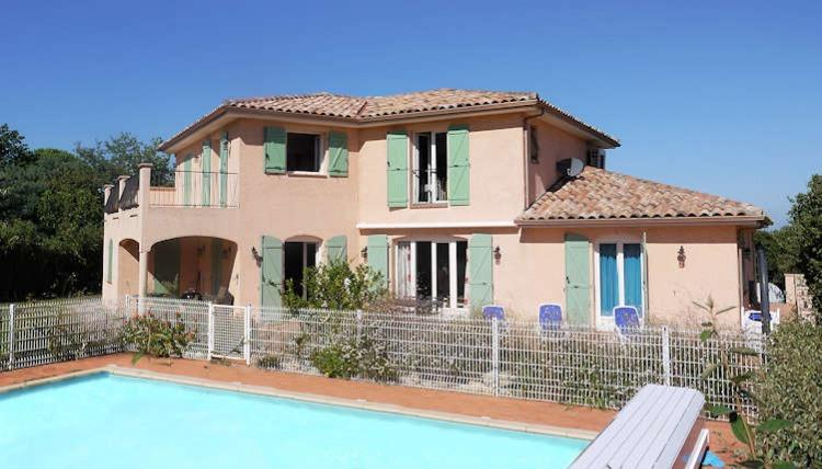 Beautiful 5-bedroom Villa with secure pool, near village. Sleeps from 4 to 10-12 (PERP104)