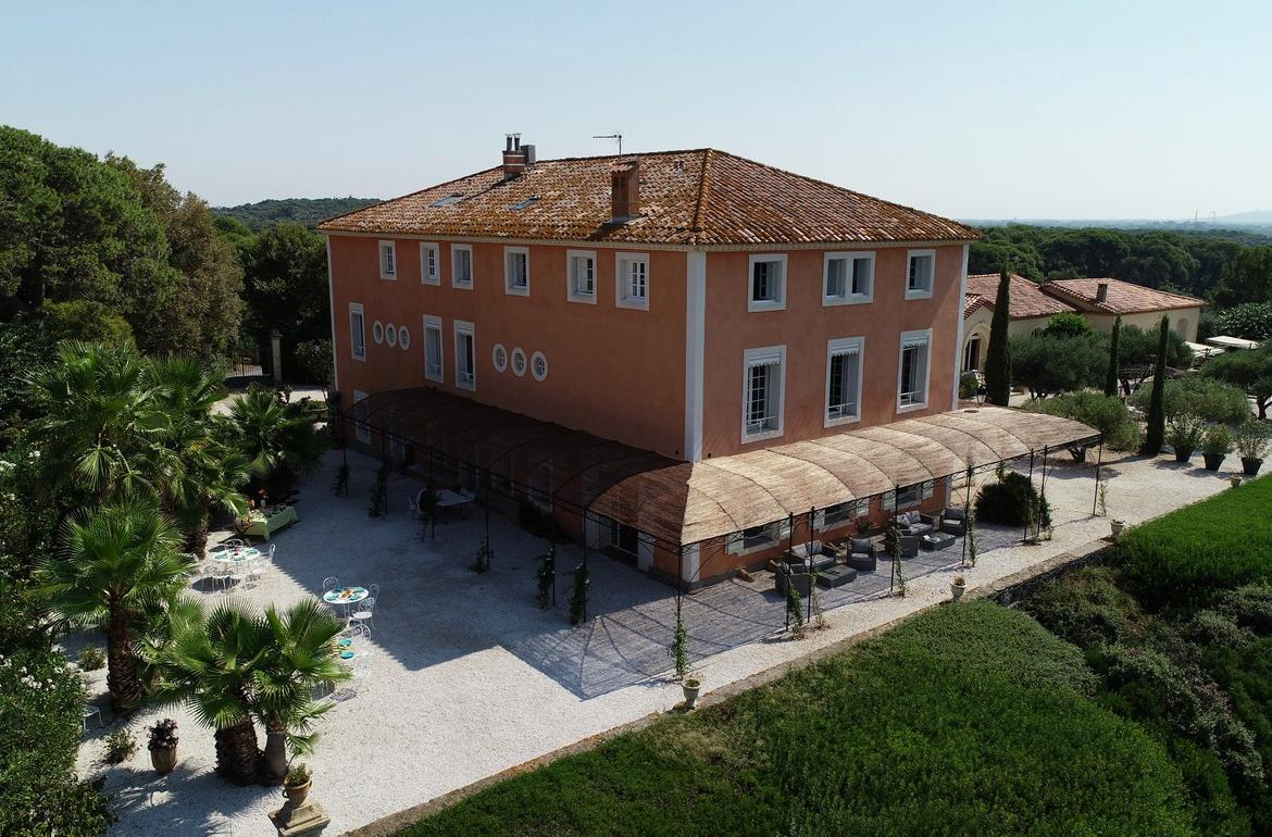 Four Luxury Bed and Breakfast Suites, to sleep 2 or 4 people (POR108)