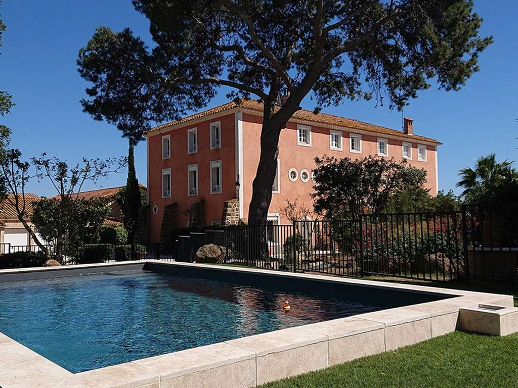 Luxury Bed and Breakfast Accommodation for 4 people with Shared Pool (POR113)